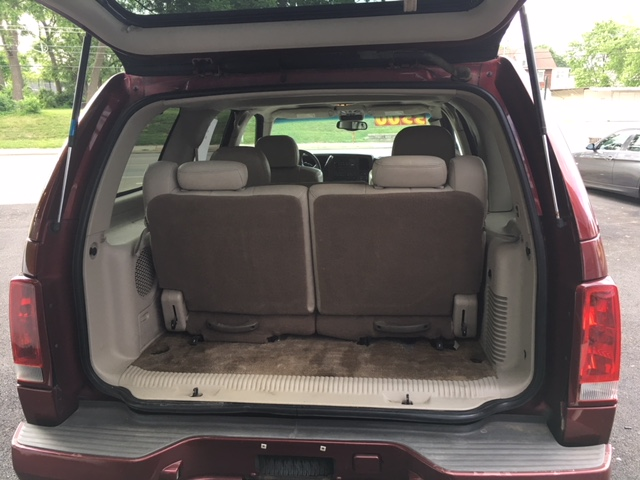 escalade-rear-hatch-open