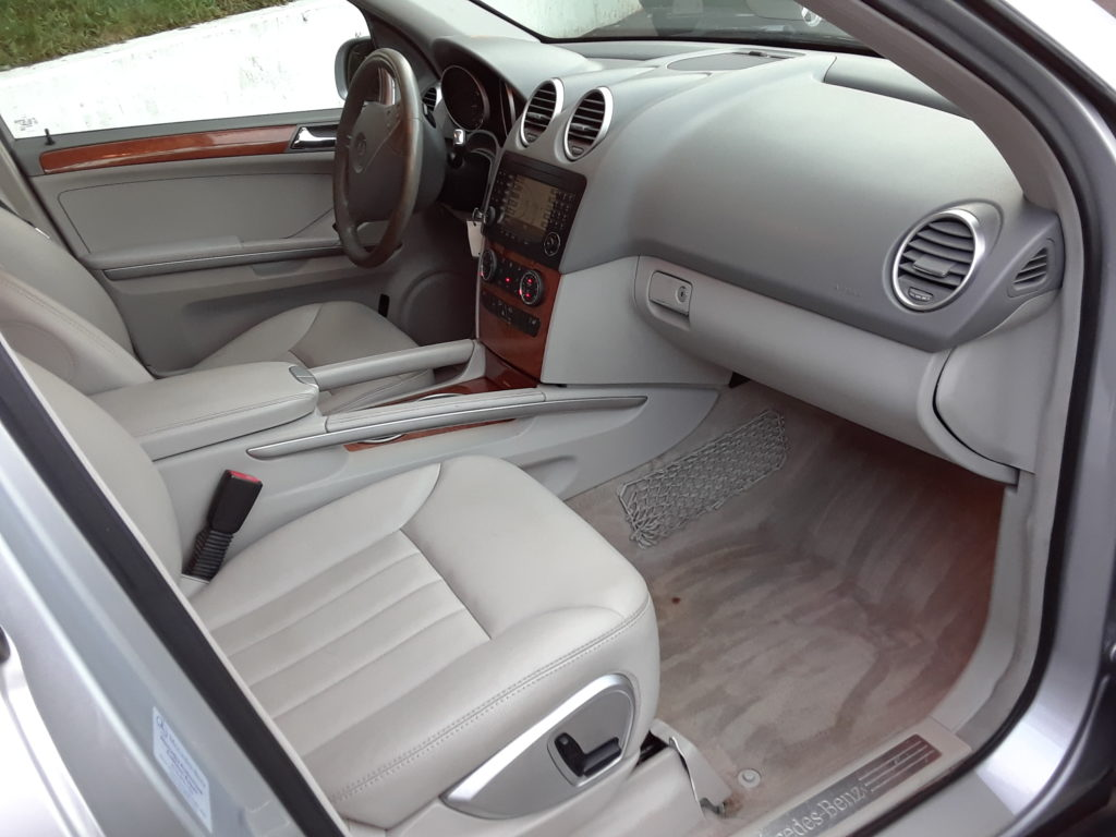 ml350-silver-front-passenger-side-interior